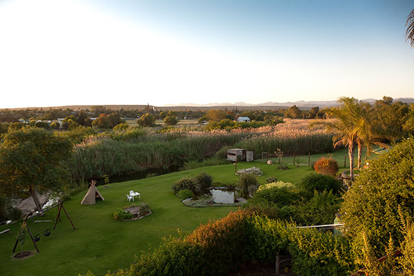 Endless views to the Swartberg Mountains | Yotclub Bed and Breakfast